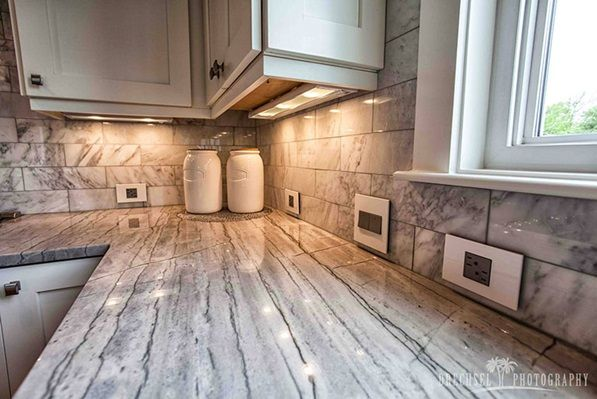 Perfect Design In This Kitchen Ties In The Colors Of The Marble Backsplash And Countertops To M Under Cabinet Lighting Cabinet Lighting Kitchen Lighting Design