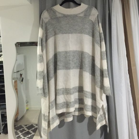 Free people oversized sweater Super soft and comfy free people oversized sweater. Never worn and brand new. I do not have tags. This is size xs but could def fit a Ned or smaller large comfortably Free People Sweaters