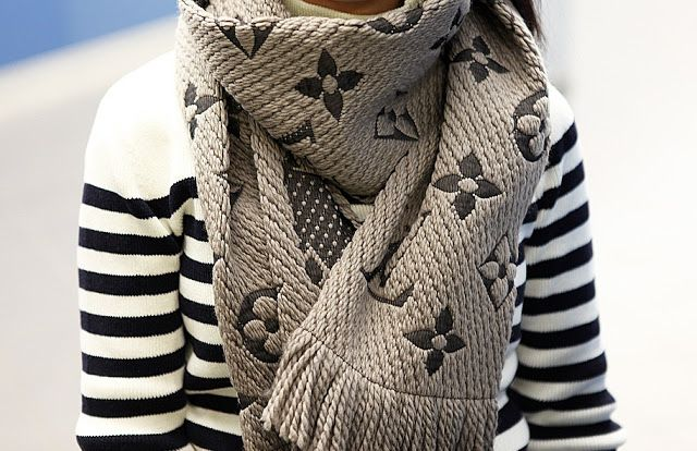 qualità incredibile primo sguardo modellazione duratura Louis Vuitton Logomania | my style | Louis vuitton scarf ...