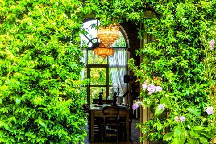 Keltainen talo rannalla: Tyyliä Italiasta
