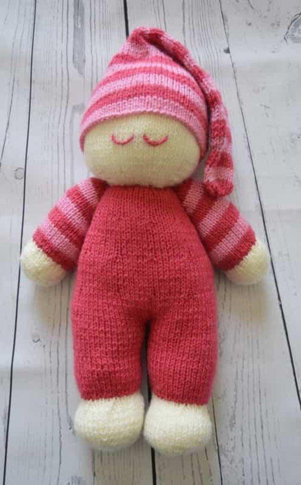 Strickanleitung zum Stricken einer einfachen Puppe, die in zwei Farben süß aussieht ... - #aussieht #die #Einer #einfachen #Farben #Puppe #Strickanleitung #stricken #süß #zum #zwei #knittedtoys