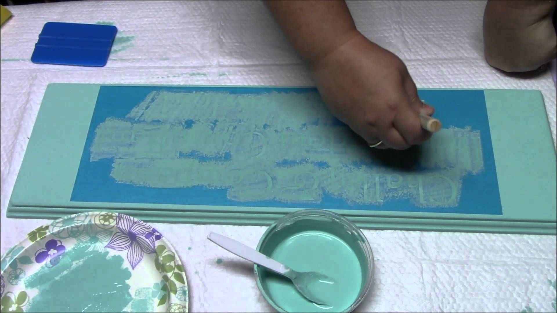 Stencil your wood sign with Chalk Paint Wood signs