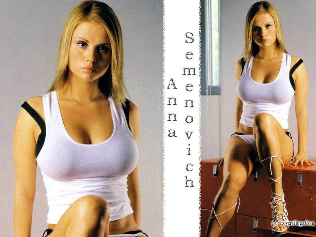 Anna Semenovich proved her slimness on video