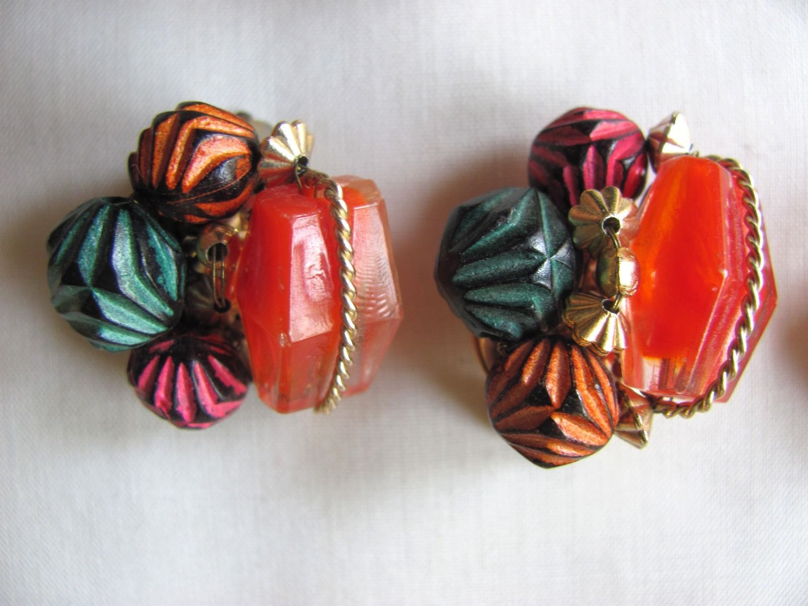 Lot of 7 pairs Hong Kong vintage cluster clip earrings! Beads/pearls/colorful! | eBay