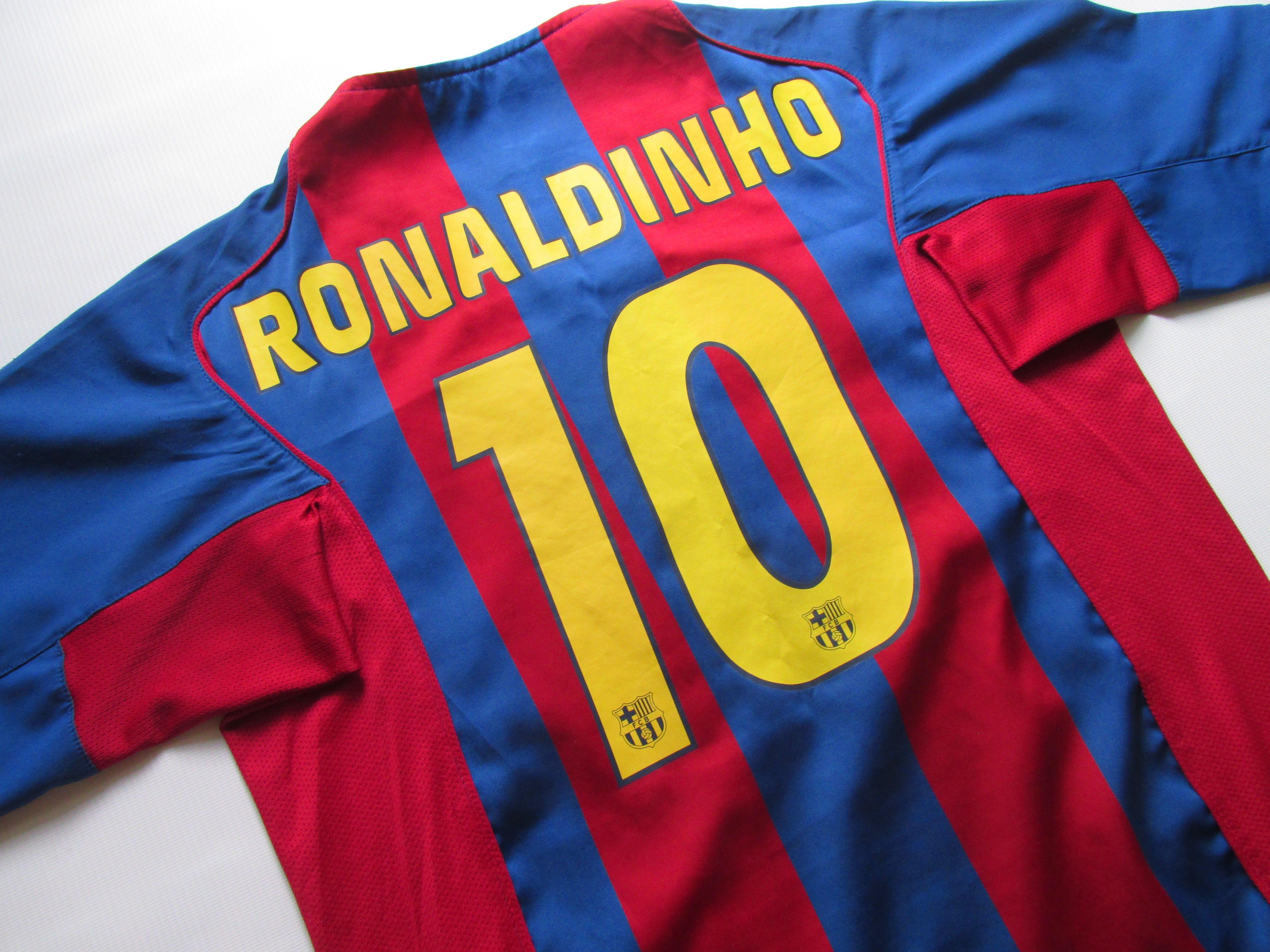 Barcelona 2004 2005 Home Football Shirt Ronaldinho