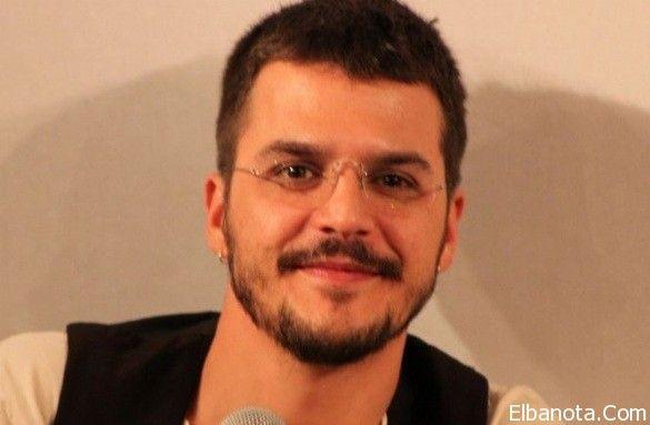 عمرو دياب يتصدر تويتر في عيد ميلاده الـ59 ورسالة رومانسية من دينا الشربيني فيديو Couple Photos Photo Scenes