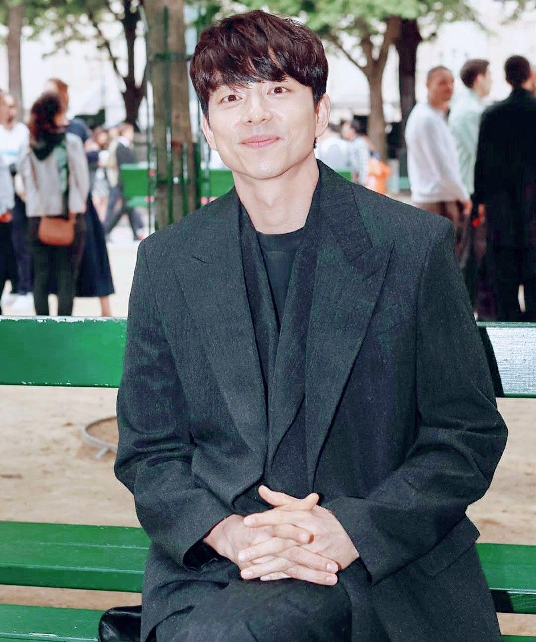 The Gong Show 2020.Gong Yoo Men S Spring Summer 2020 Fashion Show For Louis