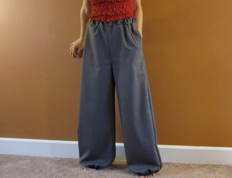 wool balloon pants. side pocket. elastic waist