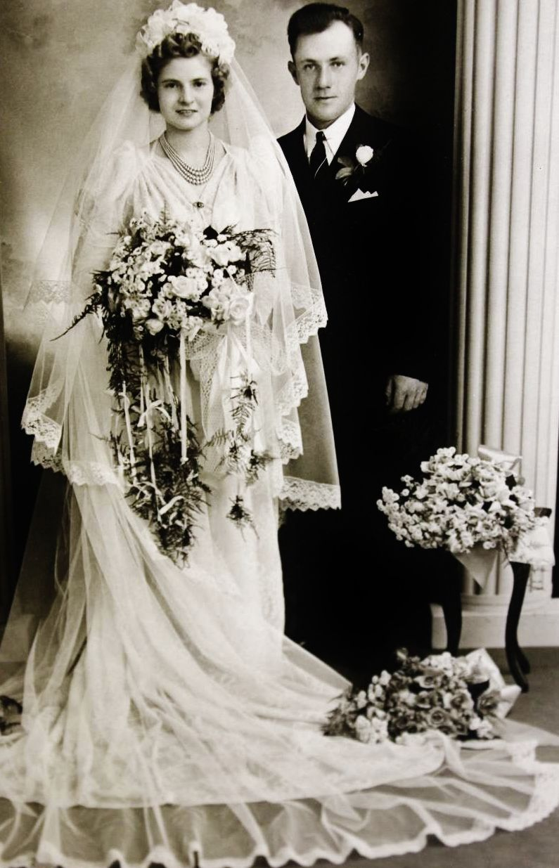 C 1930s Wedding Dress Flowers Photographyserendipity Photography Wedding Bride Vintage Wedding Gowns Vintage Vintage Bride Wedding Dresses Vintage