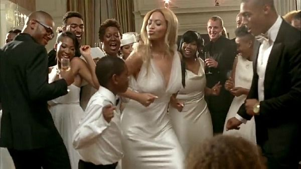 Beyonce Wearing A Vera Wang Dress For The Reception Party
