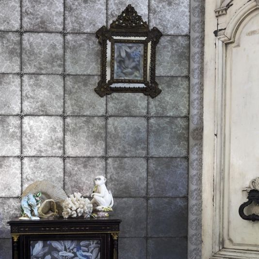 Kings Mirror Wallpaper A Distressed Antique Effect In Tile Layout With Subtle Background Floral Design Reflective Silver