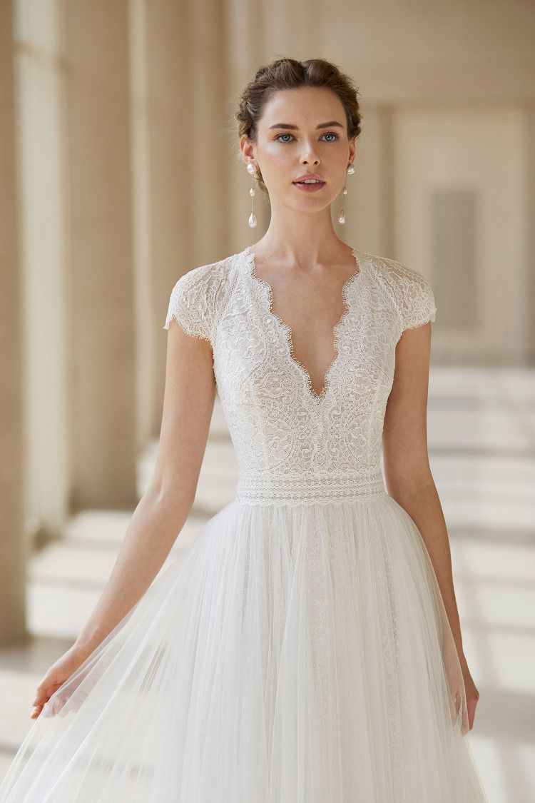 Pin En New 2020 Bridal Collection By Rosa Clará