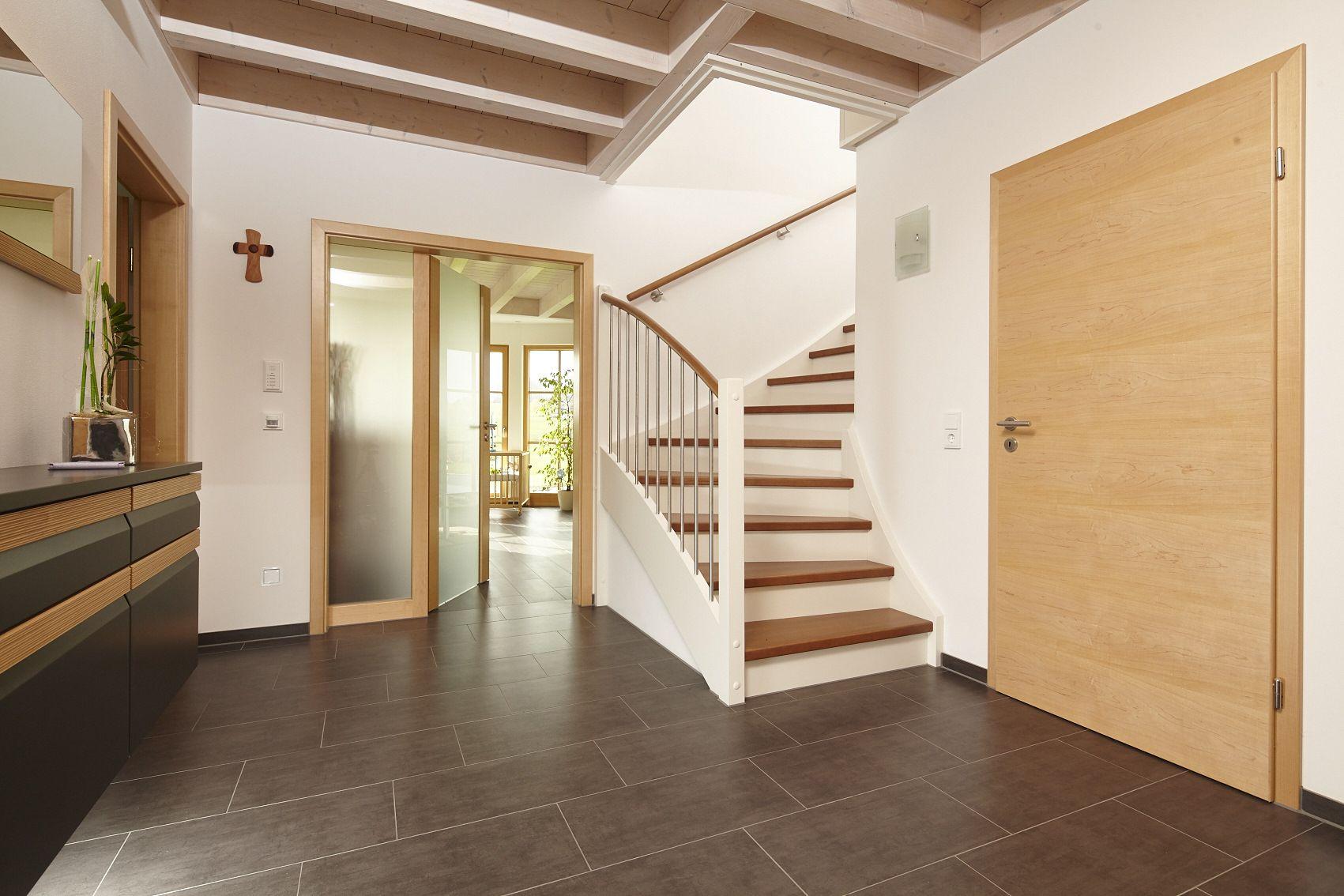 Offener Eingangsbereich In Weiss Und Holzoptik Holzture