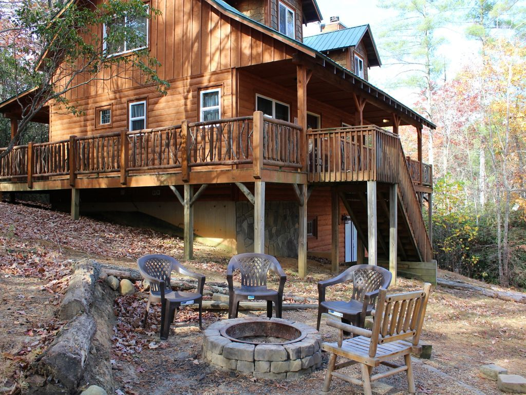 Superbe It Is On The Back Side Of HELEN GA Off Of State HWY 356. This Cabin Was  Custom Built By The Owner Of Blue Creek ...