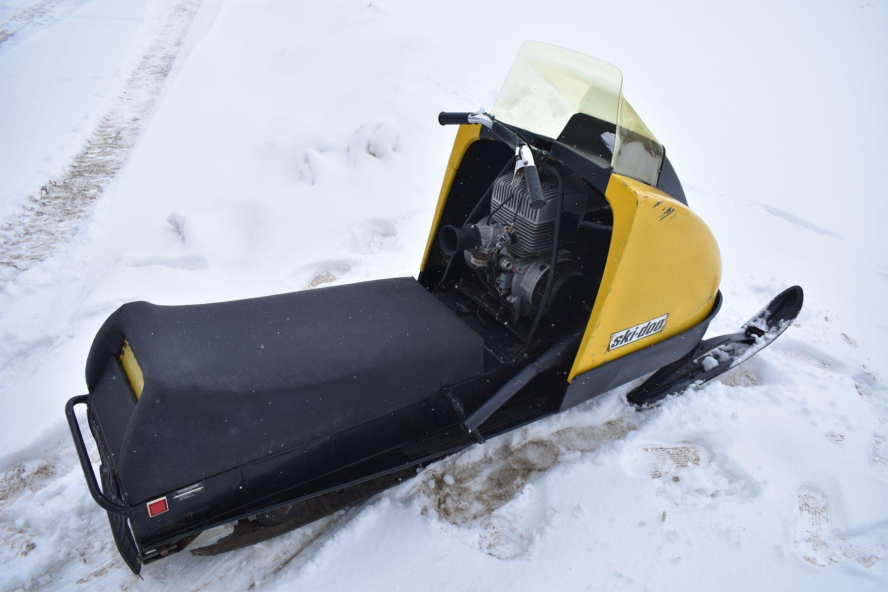 1971 Ski Doo Elan Blizzard Snowmobile Skiing Old Tractors