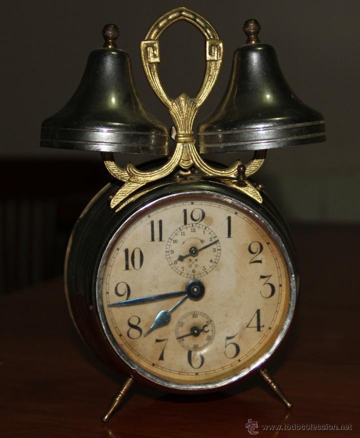 8d52cc3848d4 Antiguo reloj despertador de dos campanas.