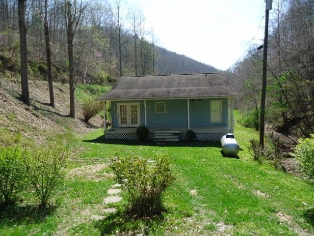 2077 Ruff N Tuff Br Prestonsburg Ky 41653 Home For Sale And Real Estate Listing Realtor Com Little Dream Home House Styles Prestonsburg