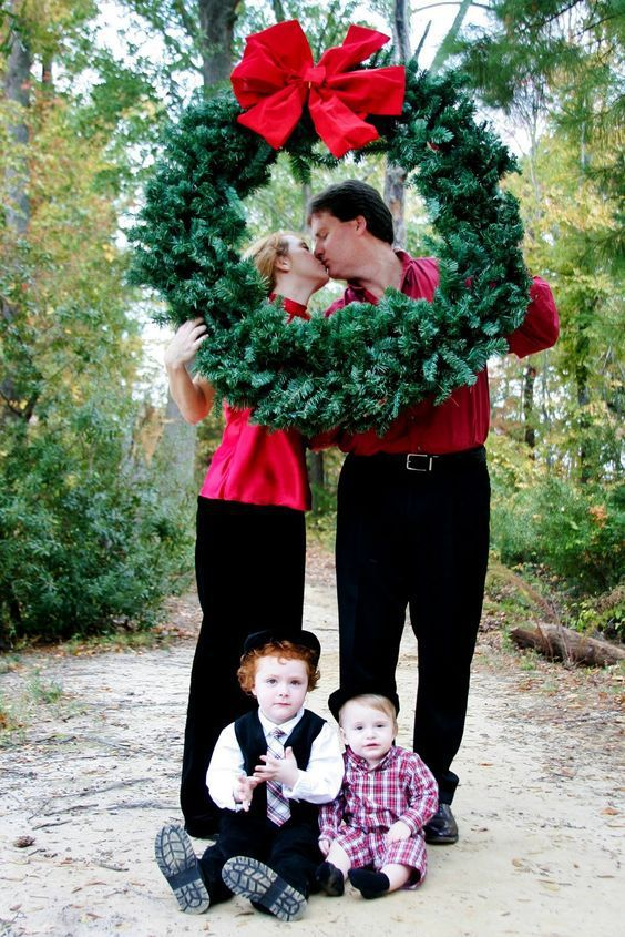 Family Christmas Pictures Ideas Funny Family Christmas Photo Ideas I Found The Best Christm Christmas Photo Props Christmas Family Photos Christmas Pictures