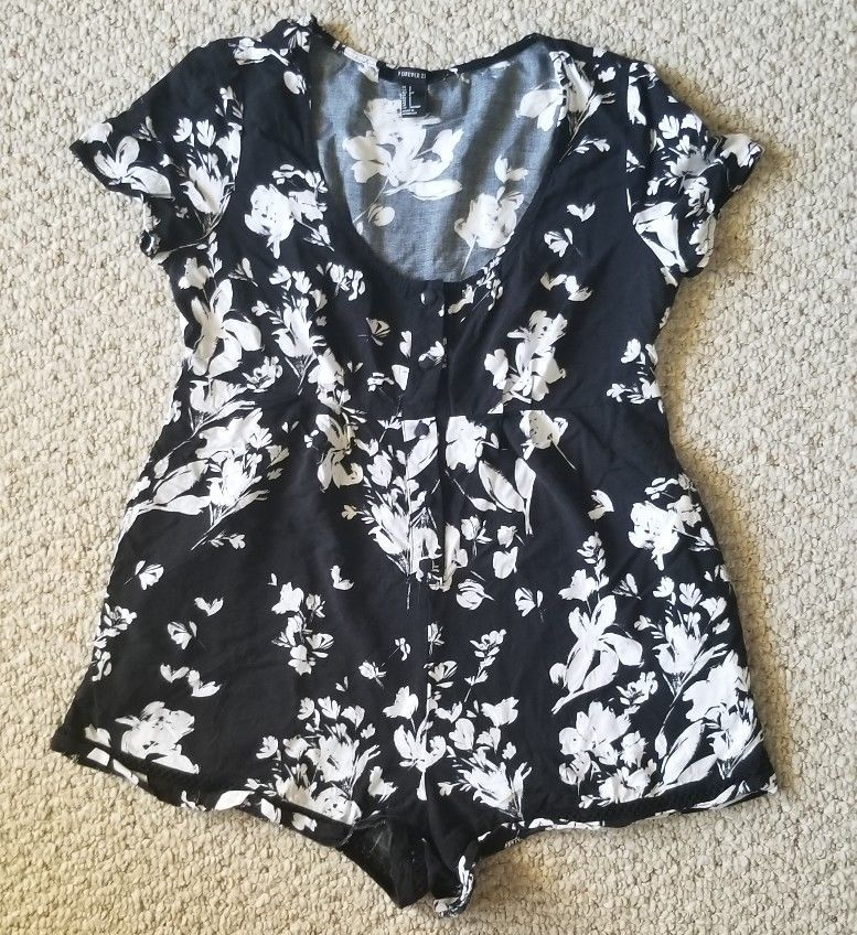 87cdee23afd3 Forever 21 Women Romper Black And White Flowers Size Small S w pockets   fashion  clothing  shoes  accessories  womensclothing  jumpsuitsrompers (ebay  link)