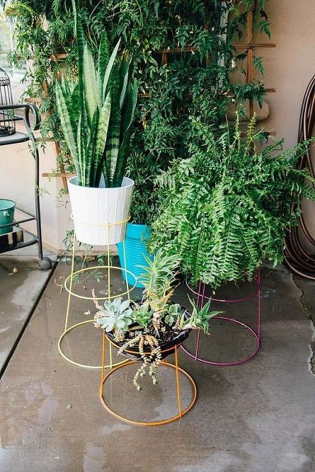 DIY Modern Plant Stands is part of Modern plant stand, Plant stand, Diy plant stand, Plants, Diy plants, Container gardening - Here is a quickie little project that will give your patio or interiors a splash of modern cool  I love that this is repurposing something that tends to be in abundance by the end of summer tomato cages