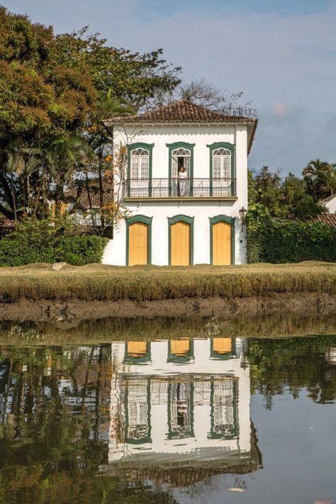 Além de ponto turístico, o casarão de 1850 possui tem agenda badalada e é o despojado lar de dom João de Orleans e Bragança e Claudia Melli