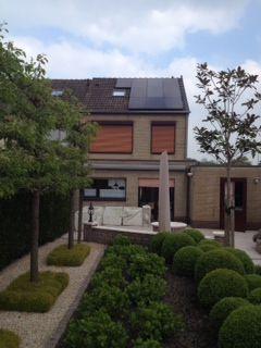 Sas Van Gent 15 Panelen Van Het Merk Js Solar Zwart 3 675