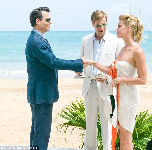 Just Married Johnny Depp 51 And Amber Heard 28 Tie The Knot At Their Home In Los Angeles Amber Heard Photos Johnny Depp And Amber Johnny Depp