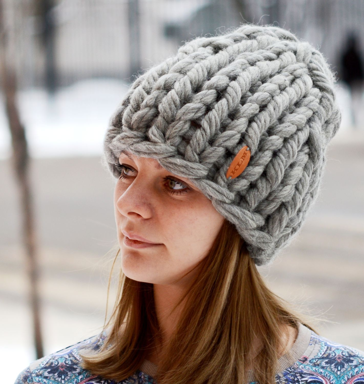 купить шапка связанная из супер толстой пряжи серый вязаная