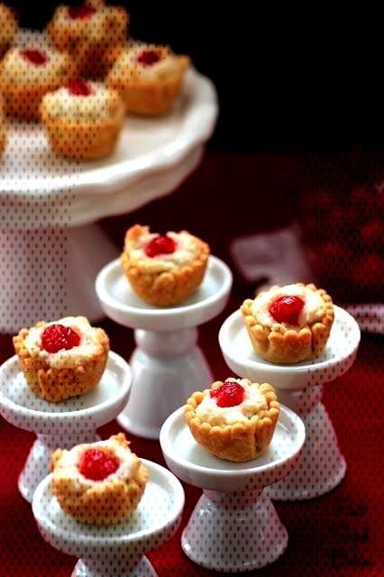 Macaroon Mini Pies - Pint Sized BakerAlmond Macaroon Mini Pies - Pint Sized Baker  Thanksgiving is