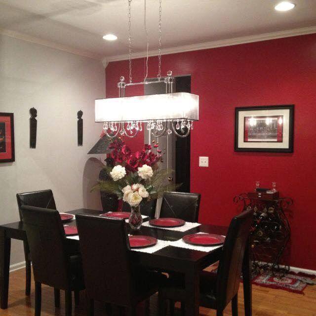 Dining Room Accent Pieces: White Placemats With Accent Red Plates/center Piece
