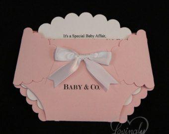 Es una niña / bebé ducha invitaciones / por invitationNcreations
