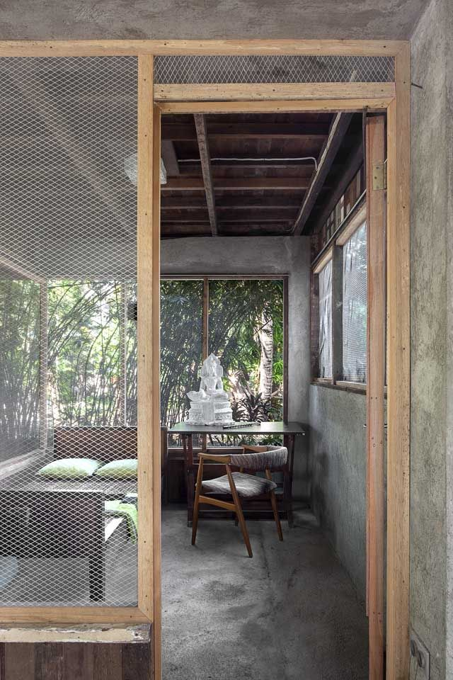A Filipino Bahay Kubo With Modern Industrial Touches Simple House Design Tropical House Design Bamboo House Design