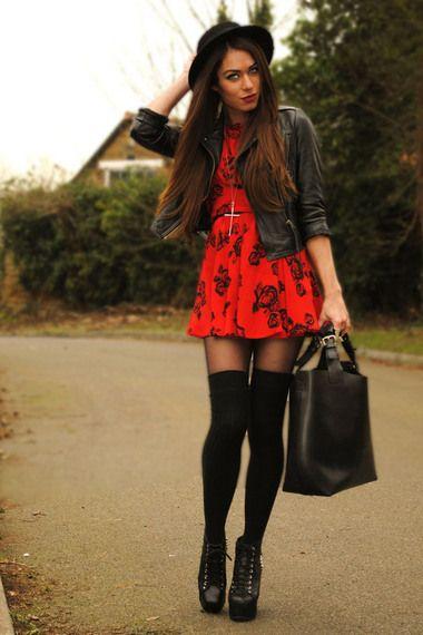 Nada Como Un Vestido Rojo Corto Y Unas Buenas Botas