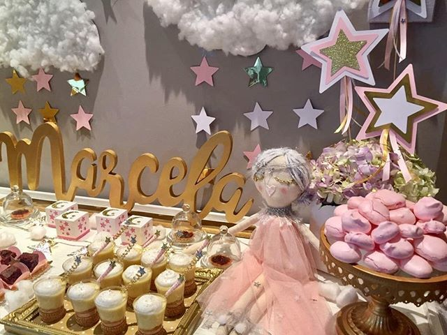 La princesa #Stella reposaba hermosa entre las nubes y estrellas del #babyshower de #Marcela 🌟💕☁️ Feliz inicio de semana 🌟 -  Conceptualizacion y montaje: @piruletasve Muñeca: @stella_officialve  Papelería: @piruletasve @craftsfactory  Dulces: @nitascakesvln - #piruletasve #handmadeparty #twinkletwinklelittlestar #babygirl #star #clouds #princess #eventplanner #partyplanner #kids #fun #festamenina #evedeso #eventdesignsource - posted by Piruletas Handmade Party…