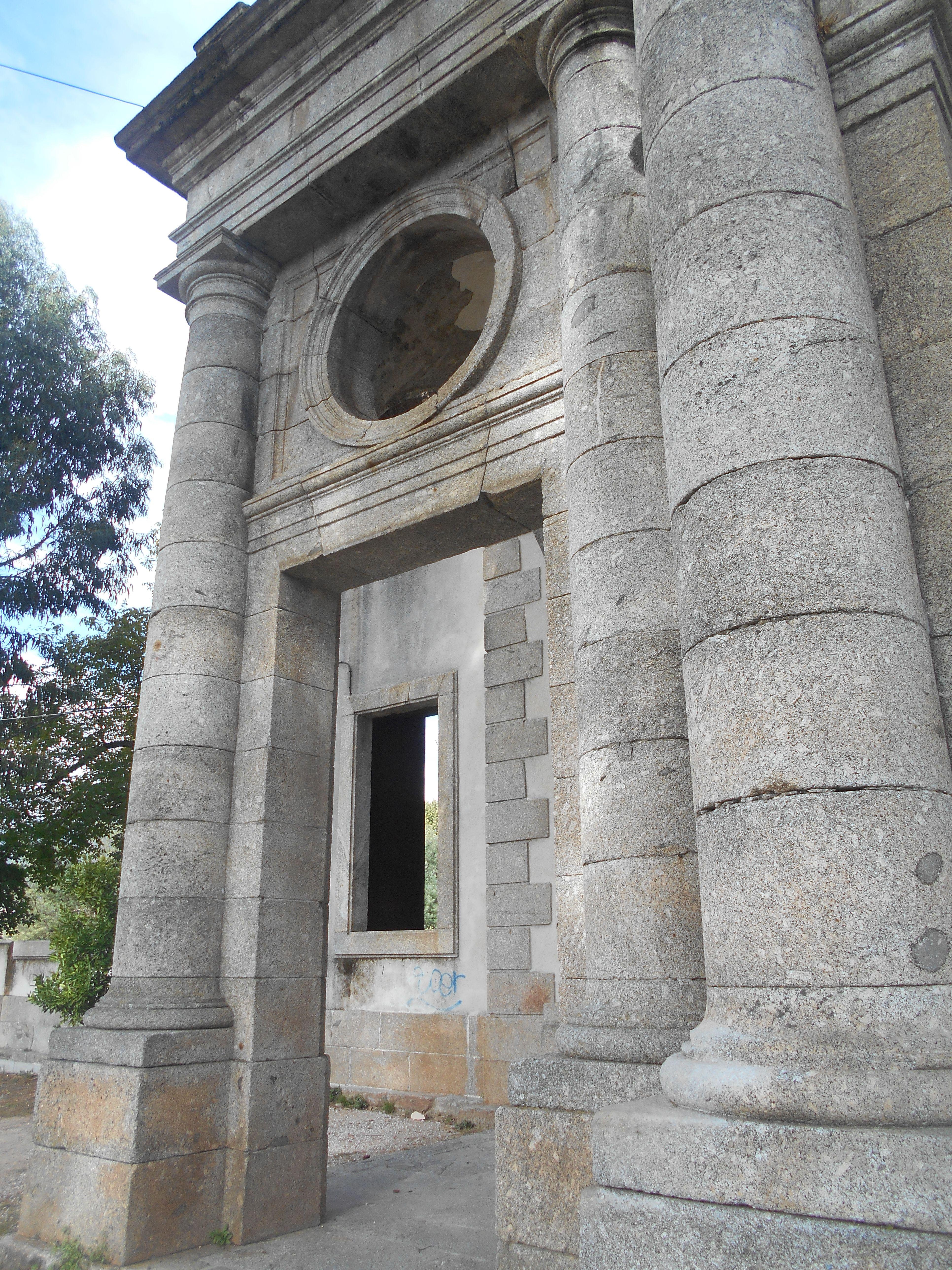 Detalle. Pórtico palacio del Infante Don Luis de Borbón.