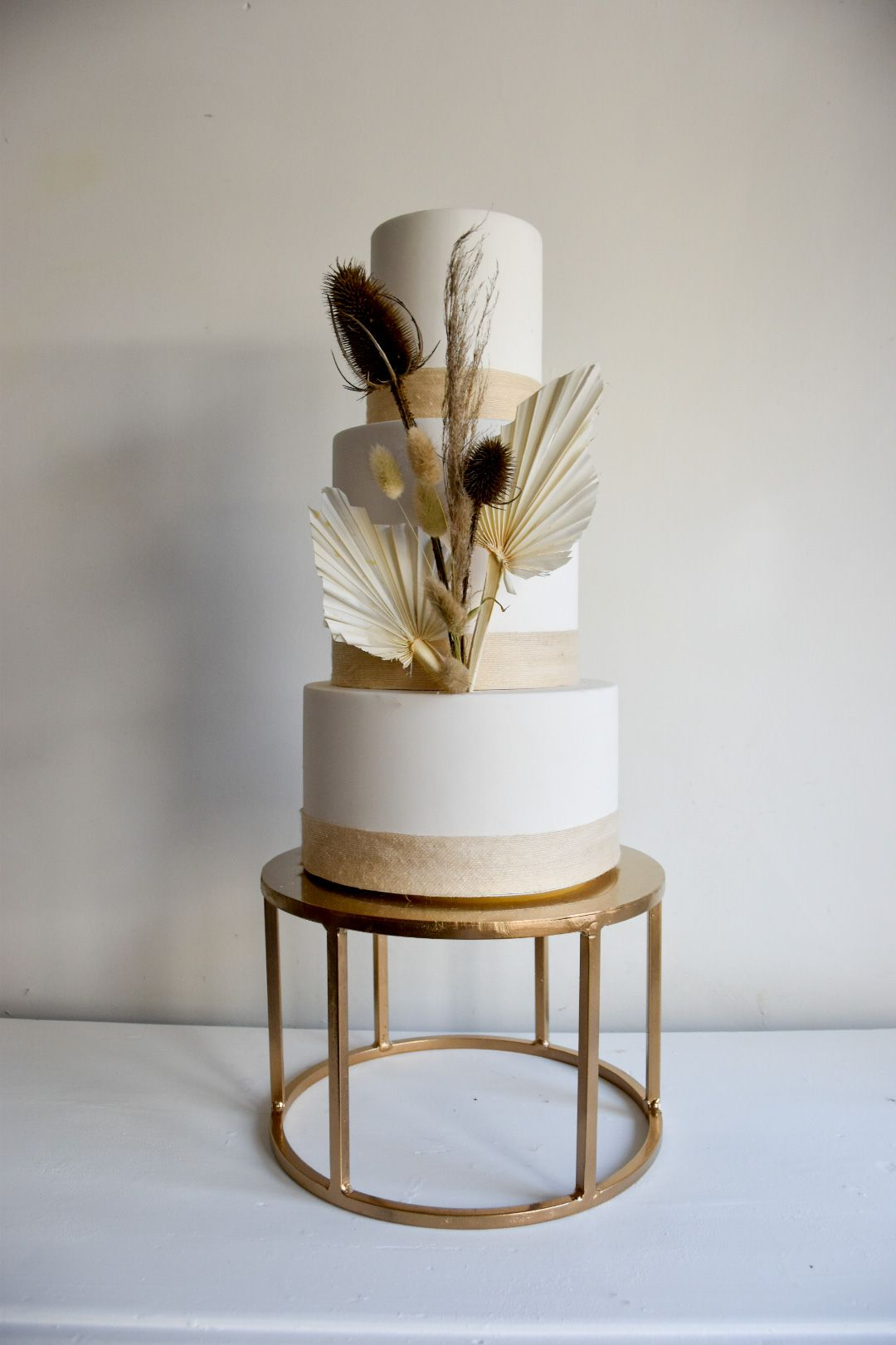 Circular cake stand in 2020 wedding cake accessories