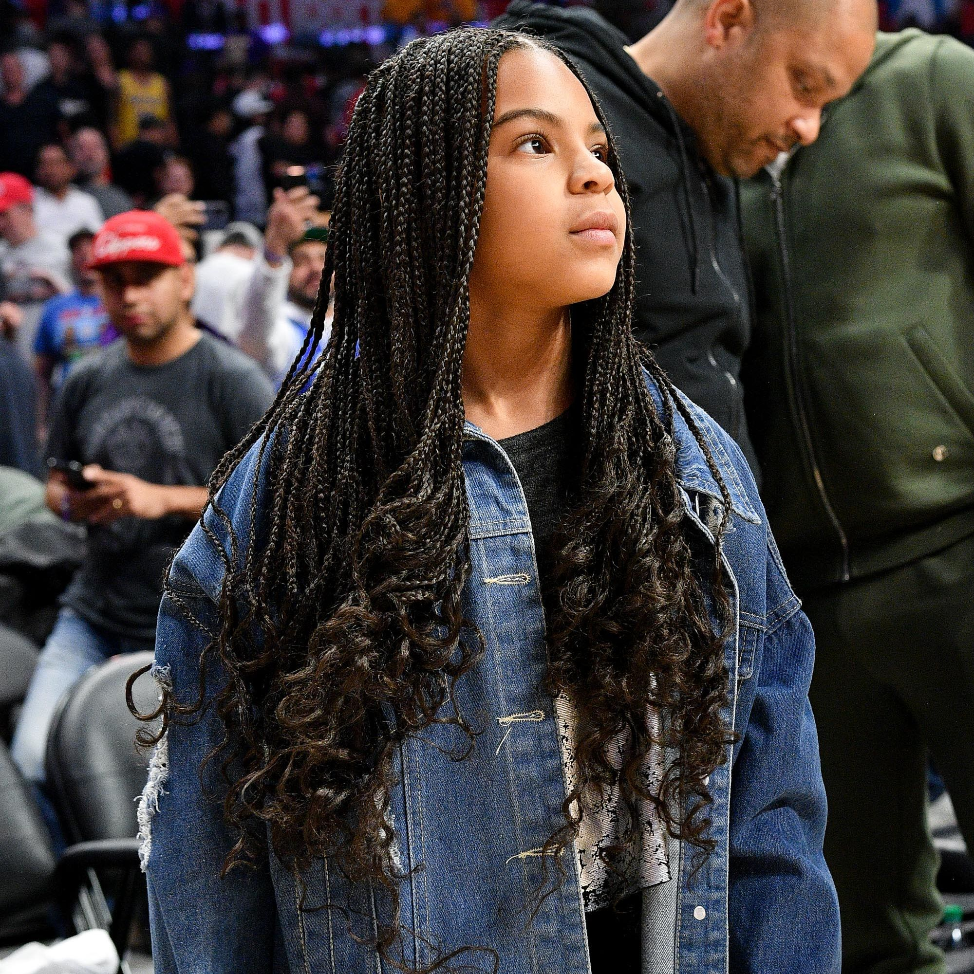 Blue Ivy Carter Was An 8 Year Old Style Icon At The Lakers Game In 2020 Blue Ivy Carter Blue Ivy Natural Hairstyles For Kids