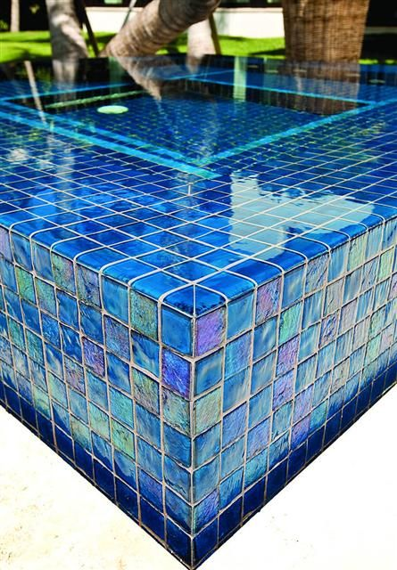 Lightstreams all glass pool tile peacock blue and aqua for Aqua pool piscinas