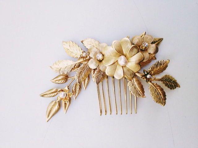 beautiful hair pin; gold