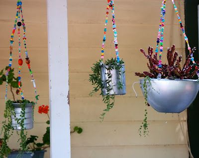 Inspired by a similar planter her mom bought, srce : http://2knitsters.blogspot.ca/