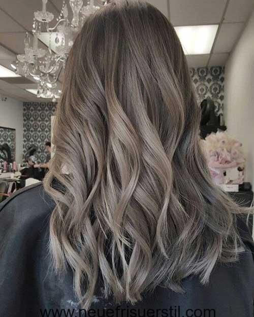 Wellig, mittlere Länge Haar-Idee