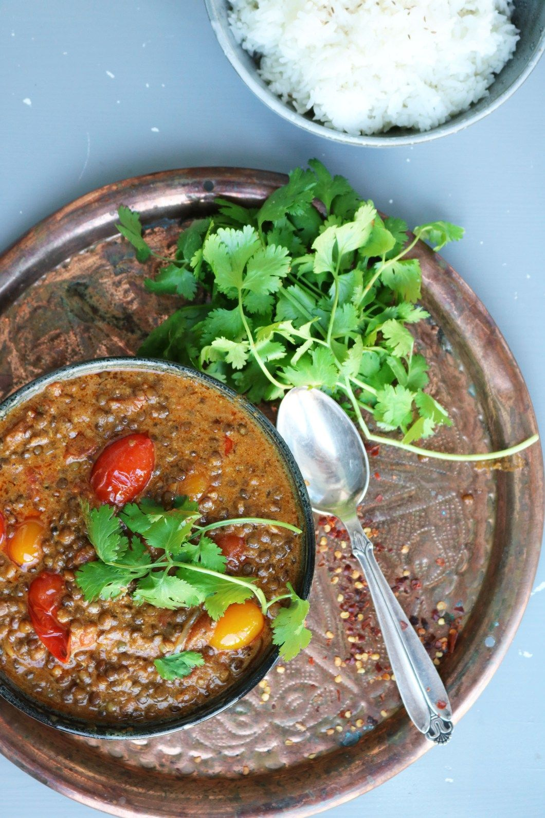 Vegansk curry med grønne linser og kokos