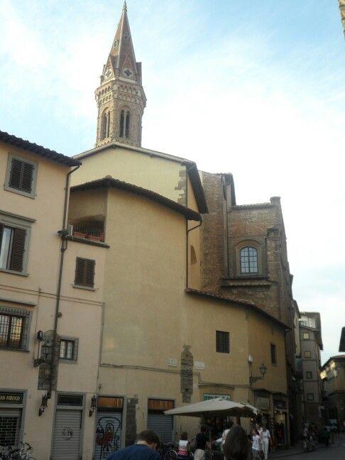 Piazza San Firenze con vista sul Campanile della Badia Fiorentina.