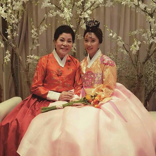 Wedding Korean Star: 9 Photos From Hwang Jung Eum's Glamorous Wedding!