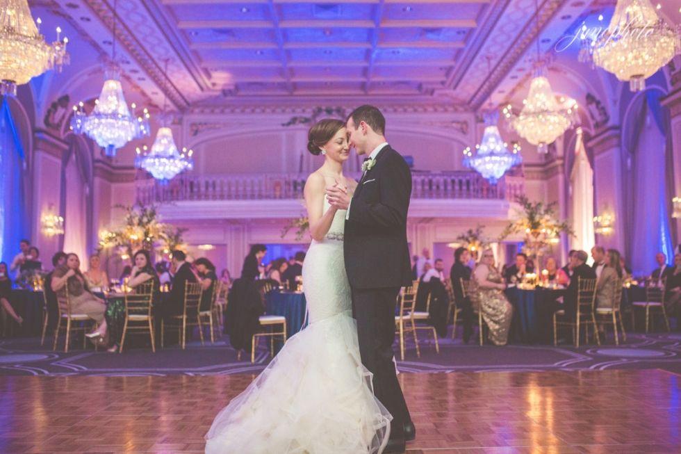066Junophoto_wedding_first_dance_ballroom Première