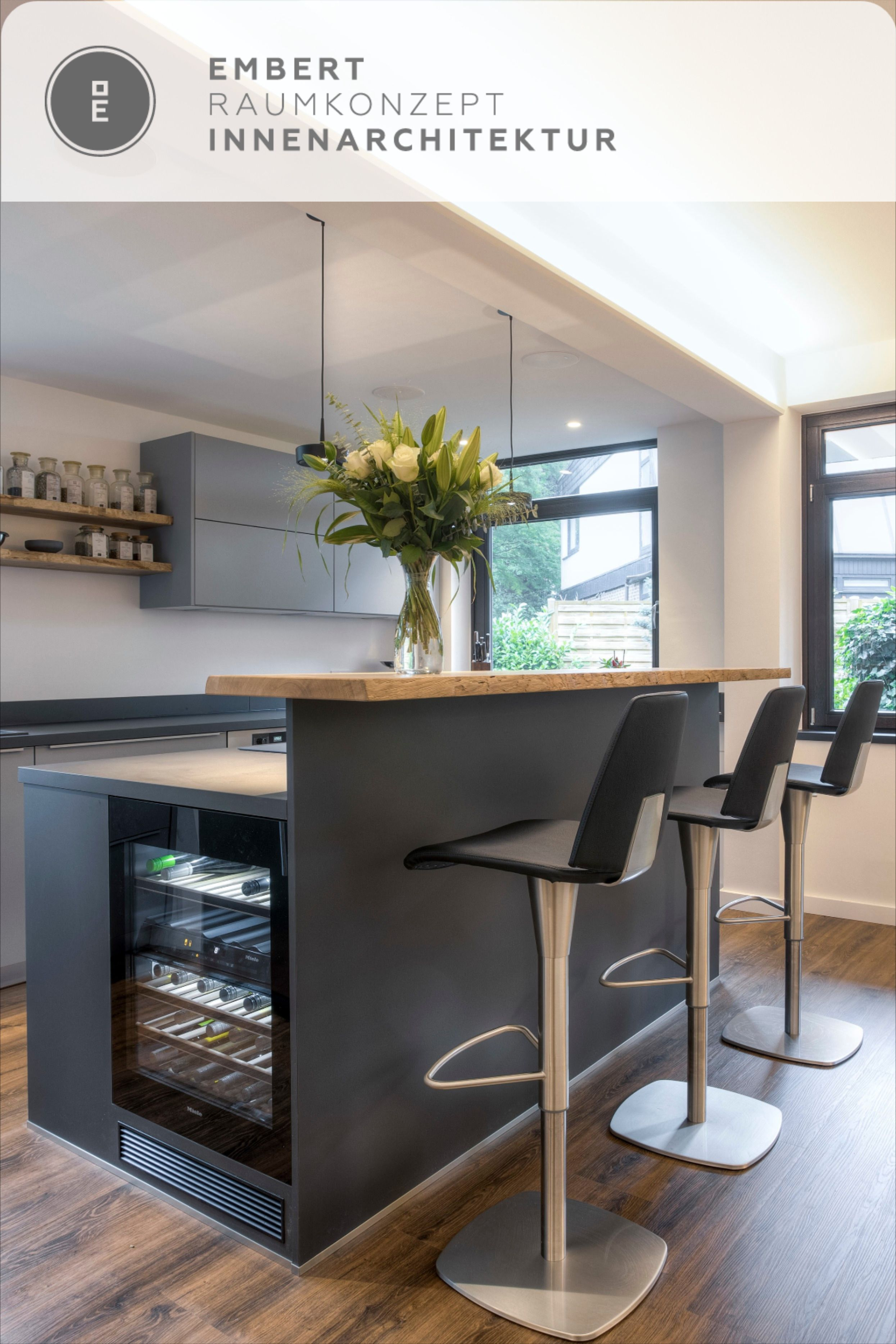Kücheninsel Mit Holztresen Und Weinkühlschrank Embert