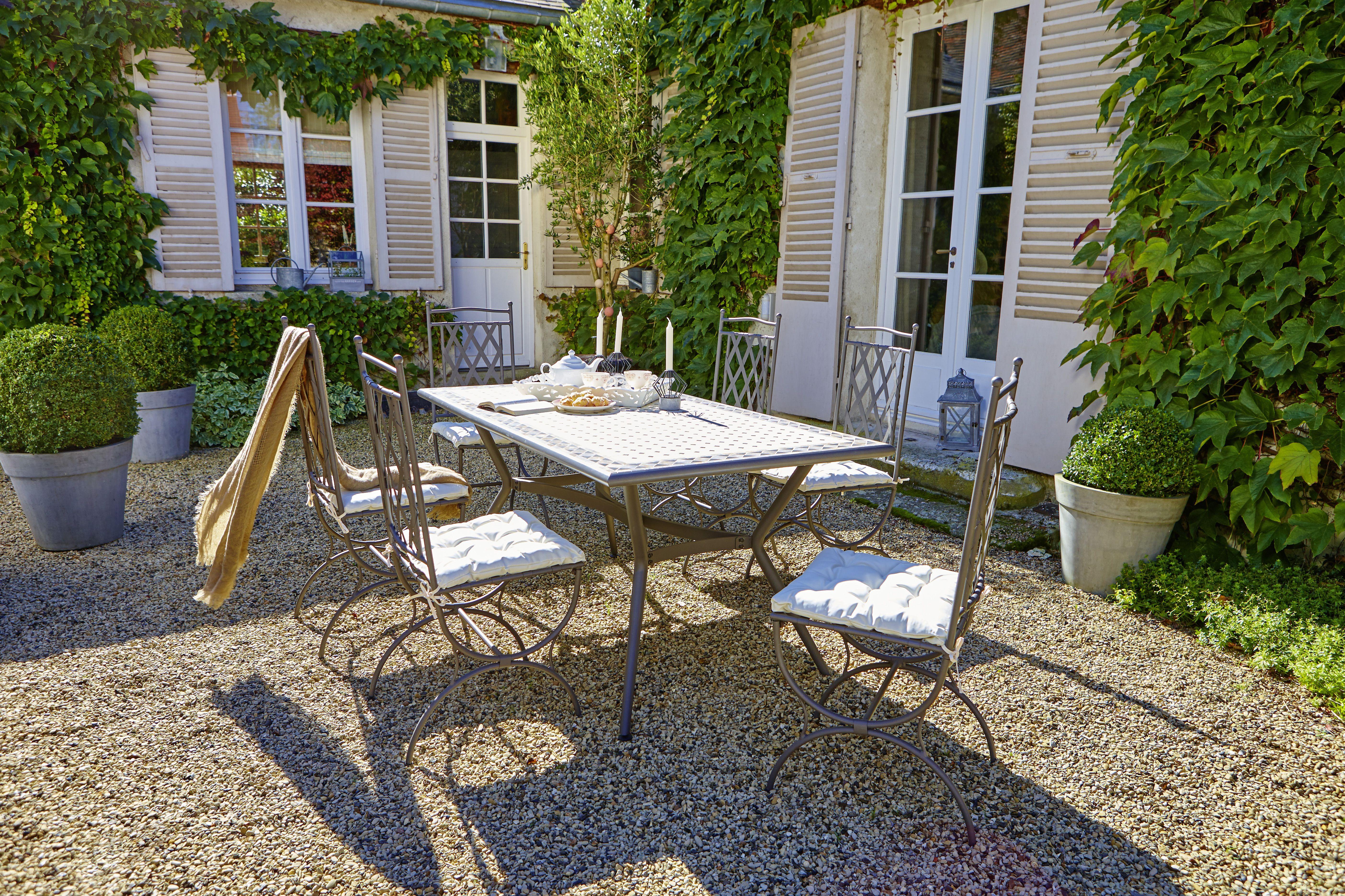 Set de 3 pi¨ces table ronde chaises en bois de balcon