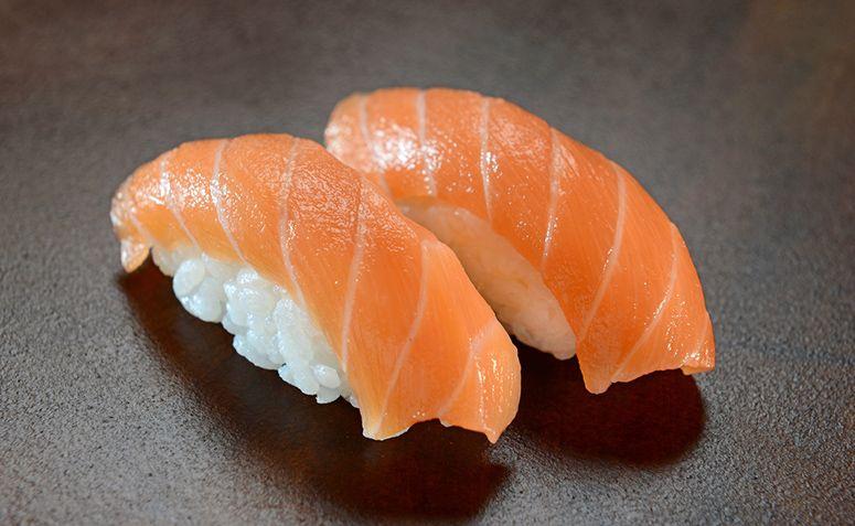 8 receitas de niguiri de salmão para dar um show na culinária japonesa    Receitas japonesas, Receitas japonesas fáceis, Receitas