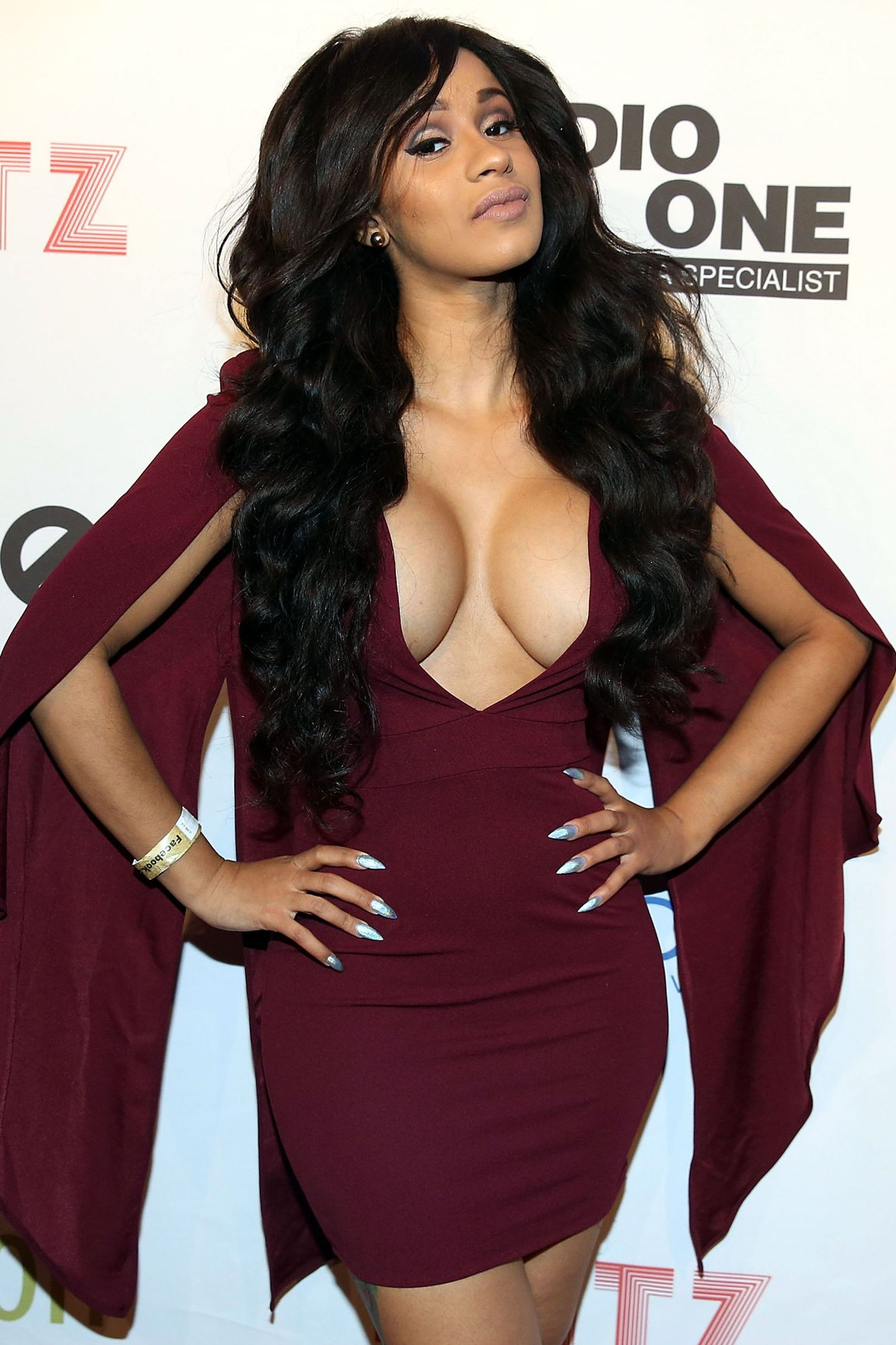 picture Cardi b deep cleavage public appearances
