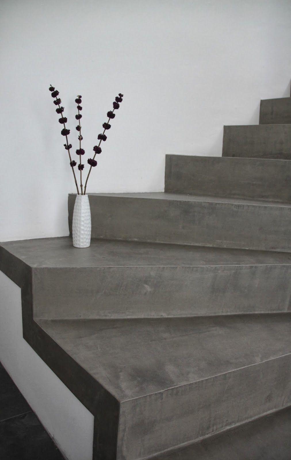 Die betontreppe wirkt im kontrast mit der wei en wand und - Betonlook wand ...